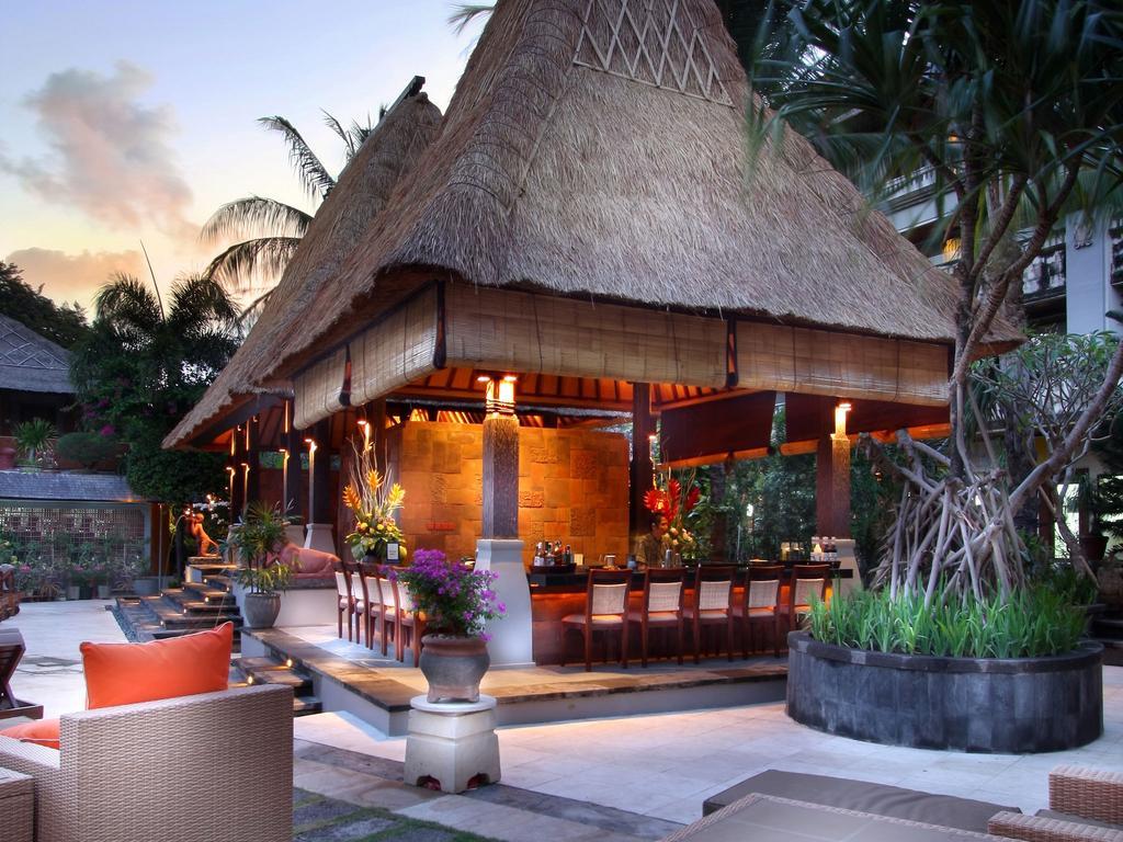 Vacanta-Bali-Hotel-Ramayana-Resort-and-Spa-garden