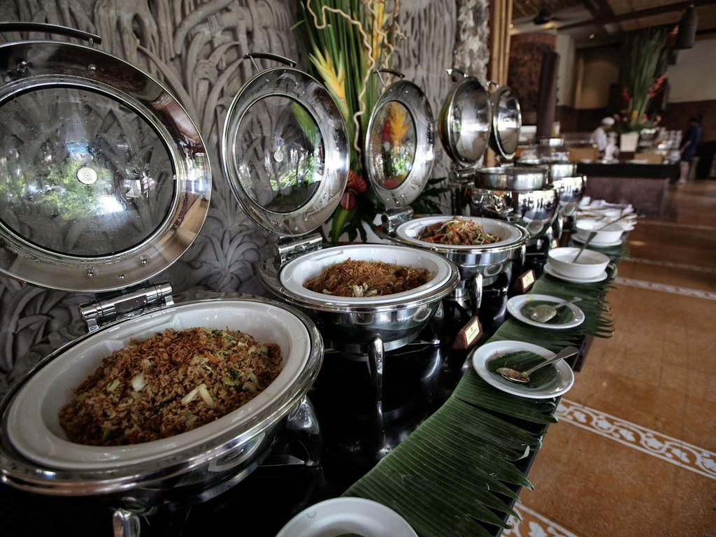 Vacanta-Bali-Hotel-Ramayana-Resort-and-Spa-mic-dejun
