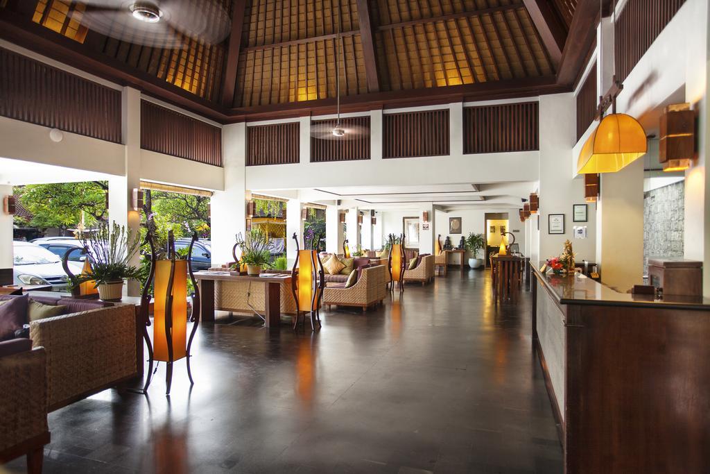 Vacanta-Bali-Hotel-Ramayana-Resort-and-Spa-restaurant