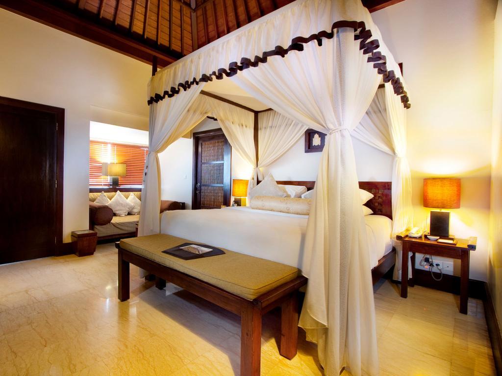 Vacanta-Bali-Hotel-Ramayana-Resort-and-Spa-room