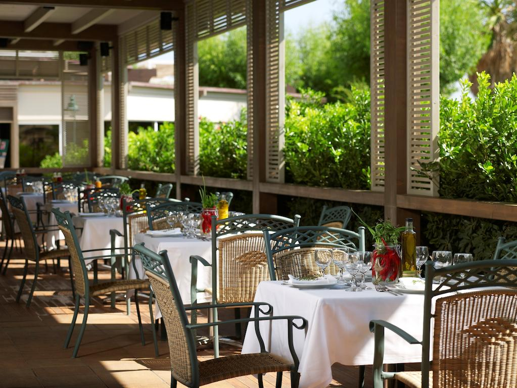 Esperos Palace Resort restaurant by Party Trip Romania