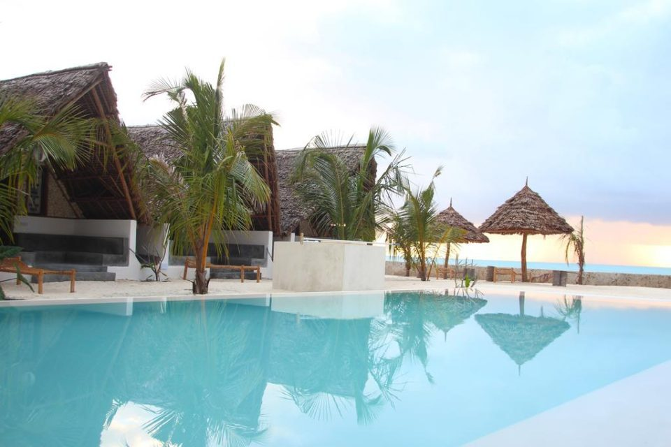 Nur Beach Resort bungalow view by www.partytrip.ro
