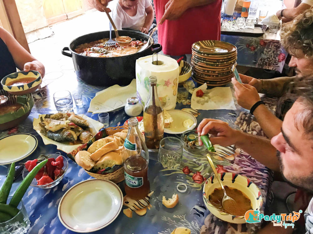 Masa pe cinste in Sulina, Delta Dunarii by Party Trip