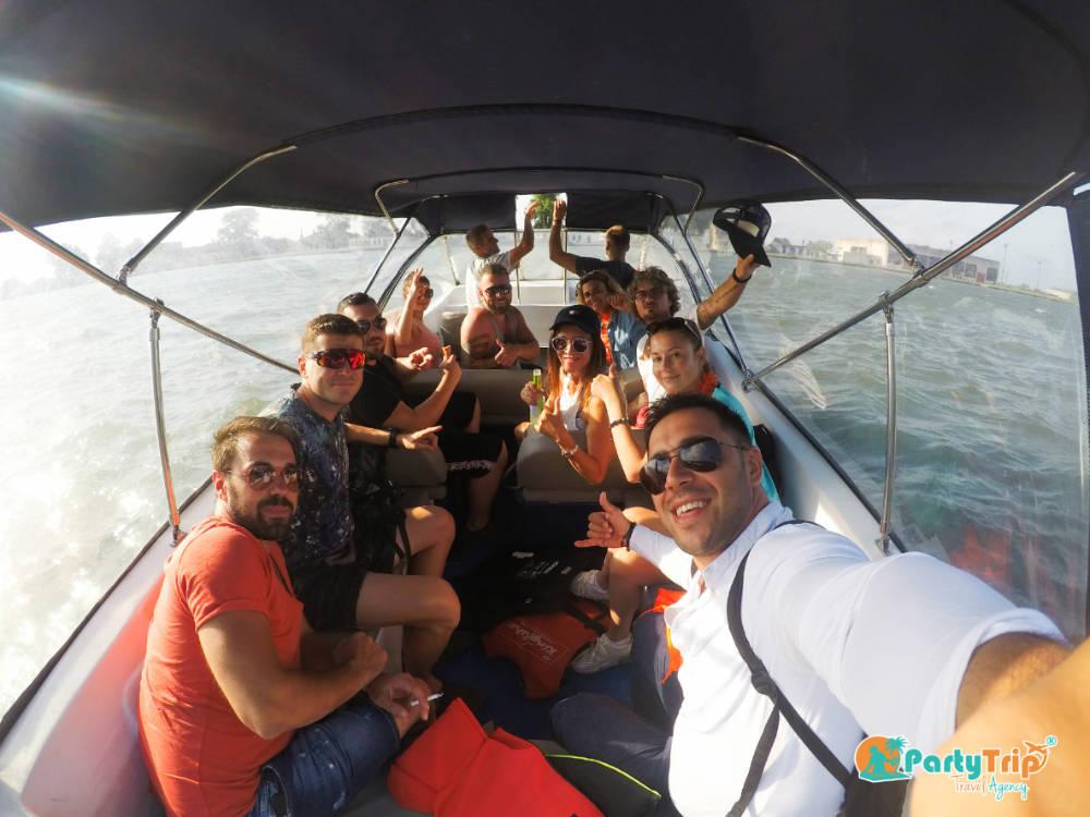 Plimbare cu barca in Delta Dunarii Sulina Party Trip Travel Agency