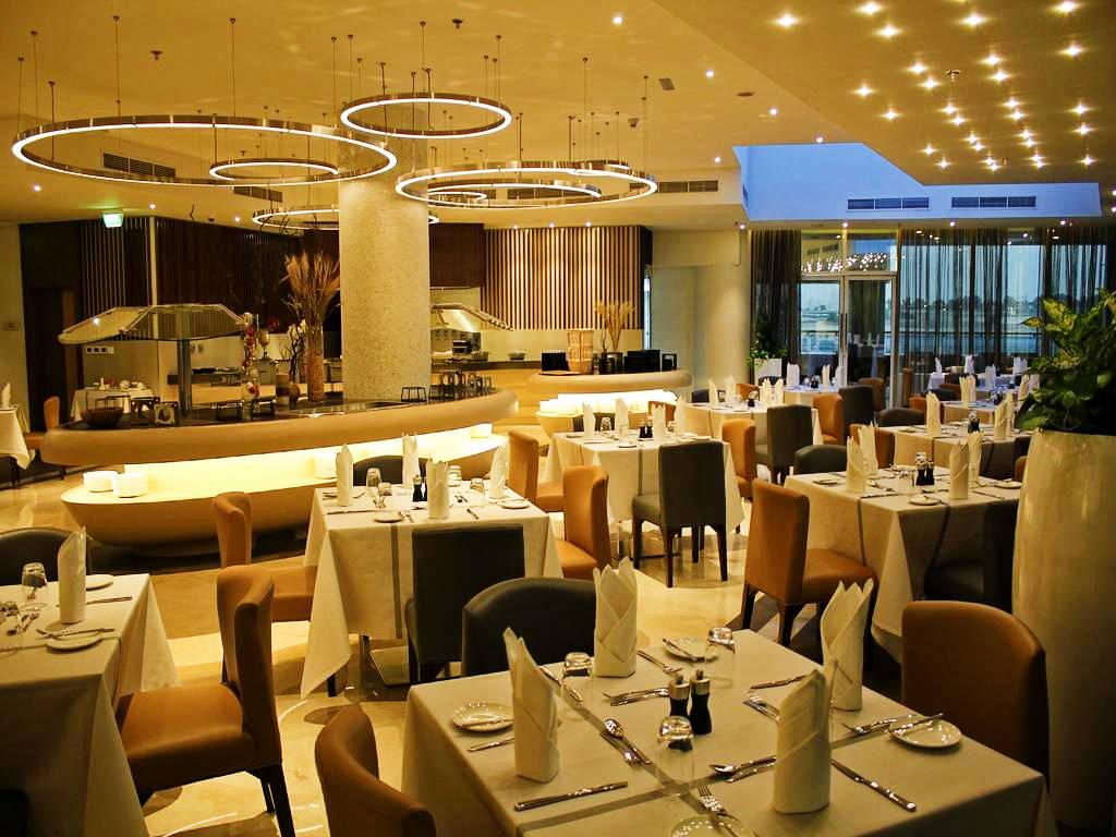 Revelion Dubai la Auris Inn Al Muhanna Hotel restaurant