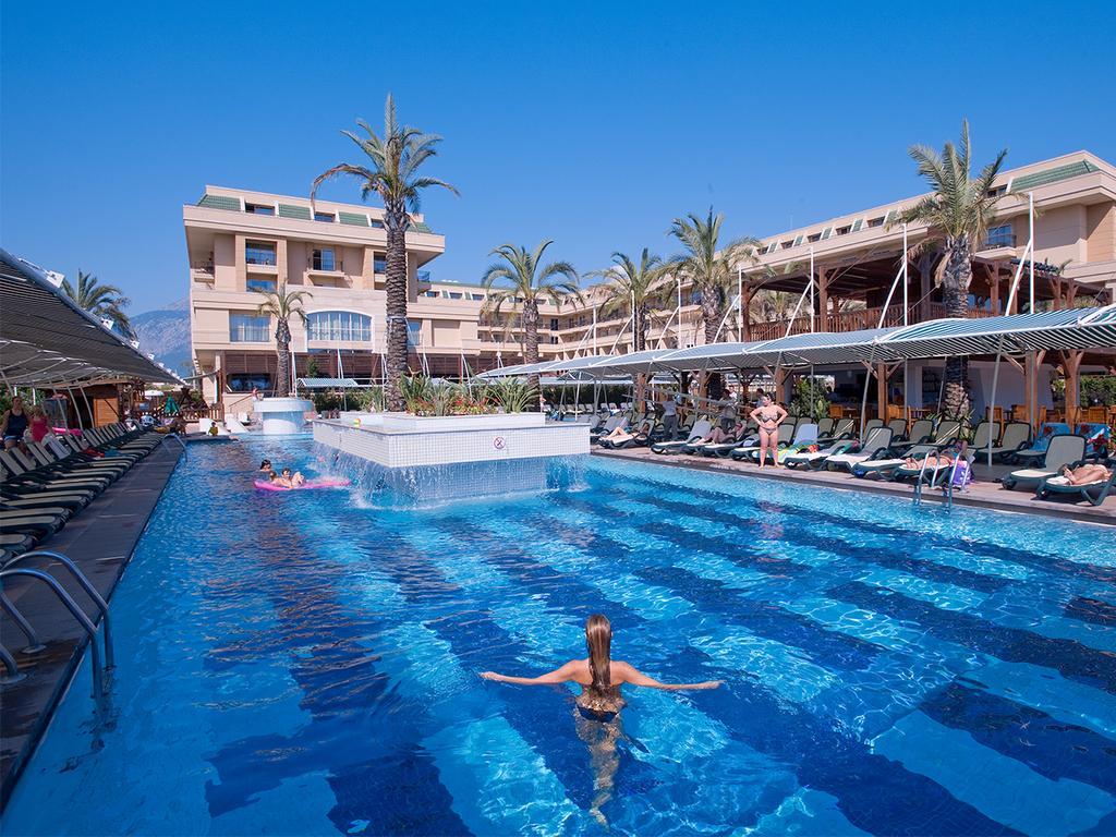 Vacanta de ziua copilului in Antalya la Crystal De Luxe Resort & SPA